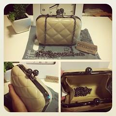 กระเป๋าคลัช หัวกลม จาก www.cmbazaar.com