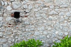 Hola (yo_pace) Tags: de pared ladrillos piedra hueco
