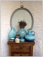 the blue corner (Queen Breaca (on ipernity)) Tags: blue lavender conservatory vase tray blau wintergarten driedflowers tablett lavendel kommode trockenblumen queenbreaca canonpowershotg12 3662012outtakes