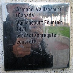 Vaillancourt Fountain (1971)  signage selfie (origamidon) Tags: sanfrancisco california ca usa selfportrait sign square 1971 steel bono signage sq theembarcadero justinhermanplaza selfie vaillancourtfountain sanfranciscocaliforniausa armandvaillancourt precastconcrete origamidon donshall qubcoisartist