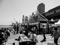 Shashin - DSCN4675 (Mathieu Perron) Tags: life city bridge people bw white black monochrome japan nikon noir market perron daily nb kobe journey  mp organic blanc japon personne ville gens vie mathieu    sjour   brik quotidienne  umie    nrik    p520  zheld