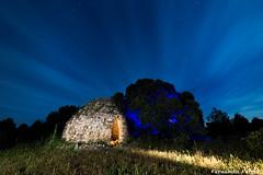 El Cuco escondido (Nando Ferrer) Tags: espaa lightpainting es nocturnas cuenca cuco bombo castillalamancha chozo laspedroeras