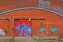 Båglinje 2 (Quo Vadis2010) Tags: art tom painting graffiti se ruins paint grafitti message sweden empty konst doodle graffitti expressive scrawl lonely sverige solitary revolt scribble halmstad tegel disrepair klotter halland industri industrialruins unoccupied ödslig måla målning bostäder rivning förfall övergiven bruk kludd väggmålning budskap slottsmöllan abandonedruin tegelbruk spraya meansofexpression affärer självförverkligande enslig övergivenindustri industriiförfall municipalityofhalmstad formerbrickworks youthrevolt halmstadkommun norrainfarten wayofexpressingoneself uttrycksform sättattuttryckasig ungdomsrevolt synliggörande industryindisrepair föredettategelbruk underrivning kommandebostadsbebyggelse spreja konstnärligayttringar slottsmöllansbruk
