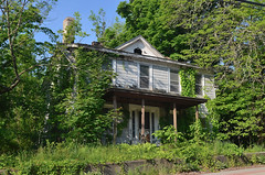 Bloomingburg House (rchrdcnnnghm) Tags: house abandoned sullivancountyny bloomingburgny oncewashome
