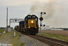 Csx going old school almost. (Machme92) Tags: railroad ohio sky clouds america tracks rail trains row american rails co railroads csx conrail railroading emd railfanning sd40 railfans