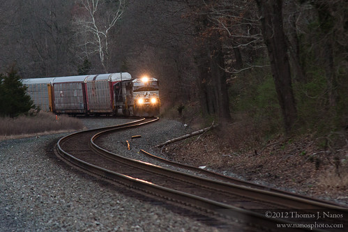 """32A lights up the rails • <a style=""""font-size:0.8em;"""" href=""""https://www.flickr.com/photos/20365595@N04/6880611218/"""" target=""""_blank"""">View on Flickr</a>"""