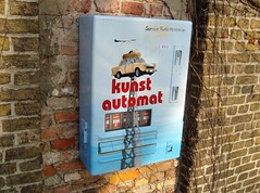 Was es alle gibt ... (bayernernst) Tags: rot technik werbung kontrast märz automat 2012 kunstautomat sn200208 16032012