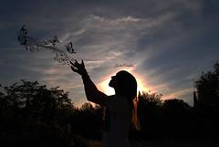 Siento un cosquilleo cuando la msica me habla. (Srita. Koehler) Tags: light sky music butterfly contraluz cool chica yo cielo gilr musica contraste notas mariposa kool koehler srita sritakoehler