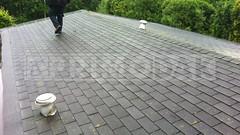 Dakdekker: Tijdens de inmeetafspraak hebben dakdekkers Rudy en Ridvan in overleg met de klant besloten om de bestaande shingles dakbedekking te vervangen voor een meerlaagse bitumineuze dakbedekking