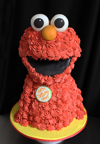 Sculpted Elmo Cake