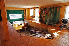 Vtns (Lnsmuseet Gvleborg) Tags: old wooden sweden interior boathouse fishingboat fishingvillage interir gammal hlsingland fiskebt bergkvist trbt bthus fiskelge vtns