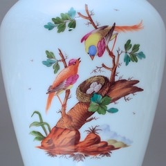 Hoechst, Porzellanmanufaktur, Hchst, Vase, Blumenvase, Balustervase, exotische Vgel, Fasane, Paradiesvgel (Kabelitz Porzellan) Tags: birds ast nest porselen vase porcelaine vgel auf porcelain hoechst porzellan hchst fasane vogelnest rothschild herend porzellanmanufaktur blumenvase paradiesvgel exotischevgel radmarke kablelitz balustervase kabelitzporzellan christophkaiser porselenleri