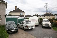 The neighbour's front garden (Maurits van den Toorn) Tags: auto england car classiccar rover singer oldtimer hillman rootes pkw automobiel