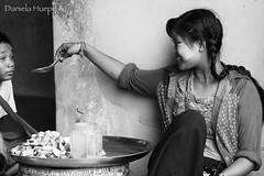 (d.huepe) Tags: myanmar birmania bagan oldbagan girl niña risa laugh enjoy disfrutar feliz happy happiness felicidad simple world mundo people gente blancoynegro blackandwhite monocromatic monocromatico monocromo bn wb family siblings
