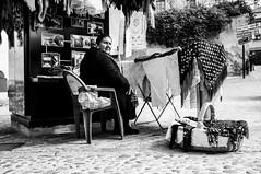 Segovia 2016 (Javier Vegas (Alias El Vegas)) Tags: street vegas blackandwhite bw blancoynegro fuji streetphotography segovia alcazar fujifilm streetphoto gitana 2016 x100 javiervegas
