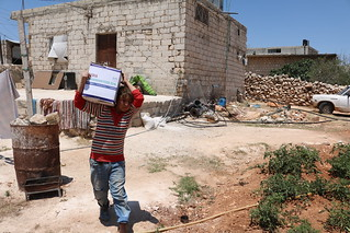 Carrying Ramadhan food provisions for the family (Aleppo, Syria)