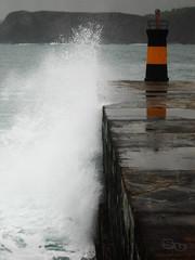 La ola traicionera (-Su-) Tags: faro foto ola salpicadura