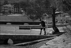 (Raymond Wealthy) Tags: new sea people blackandwhite bw españa blancoynegro person mar blackwhite spain nikon europe gente noiretblanc streetphotography bn espana espagne gens noirblanc streetshot blanconegro nikond80 blancoenegro