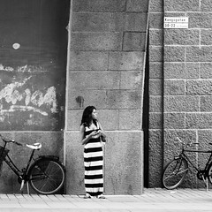 Dagens foto - 269: Cell Phones Dead (petertandlund) Tags: street city people blackandwhite bw woman monochrome square noir beck sweden stockholm stripes streetphotography 365 sthlm bnw 08 kungsgatan norrmalm zebrastripes 269365