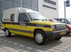 Renault Express 1.4 Service Van 9-5-1986 BR-27-RK (Fuego 81) Tags: renault service express van 1986 ecar bestelwagen grijskenteken br27rk