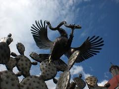 Jardn Borda (Greitas) Tags: mxico morelos nopal aguila serpiente simbolo devorando aquilachrysaetos escudonacional jardnborda angelanavabolaos aguilasobrenopaldevorandoserpiente
