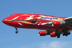 9M-MPB Malaysia Airways 747-4H6 Heathrow 11/07/2006 (Tu154Dave) Tags: heathrow hibiscus 747 lhr malaysiaairways 7474h6 9mmpb