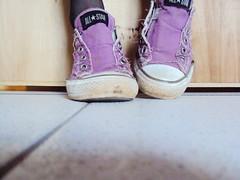 Converse. (muushaboom) Tags: feet foot star all purple lila converse pies chucktaylor zapatillas purpura