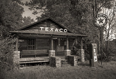 Old Texaco Station in South Carolina (crabsandbeer (Kevin Moore)) Tags: abandoned sc rural landscape southcarolina gasstation texaco