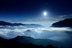 Moon light @ (Vincent_Ting) Tags: sunset sky mountain night clouds star glow taiwan trails flare moonlight formosa   crepuscularrays startrails                 seaofclous