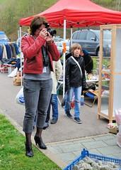 Photographe (Cletus Awreetus) Tags: france femme rhne brocante photographe montsdulyonnais videgrenier courzieu
