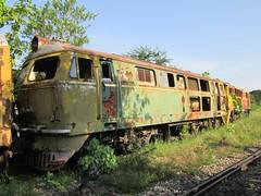 SRT Henschel 3017, abandoned at Bang Sue Depot. (Barang Shkoot) Tags: germany thailand deutschland diesel bangkok engine bahnhof loco thai locomotive bb bahn scrap derelict bkk hydraulic srt lok rsr 3017 henschel rotfai