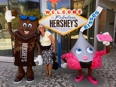 Rosie and Friends (Phil Guest) Tags: lasvegas nevada hersheys
