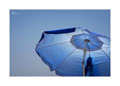 Playeando... (ngel mateo) Tags: blue espaa beach azul umbrella andaluca spain playa cielo andalusia sombrilla almera cabodegata mediterraneansea marmediterrneo playadelosgenoveses njar ngelmartnmateo ngelmateo