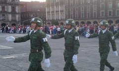 (sftrajan) Tags: plaza army mexicocity soldiers ejercito zcalo 2016 ciudaddemxico flagloweringceremony