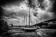 Mevagissey (Jan Altenschmidt) Tags: beach england greatbritain harbor bw cornwall tide boats mevagissey grosbritannien gbr