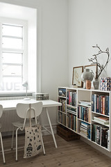 Minimalist Living in Copenhagen (Muriel Alvarez) Tags: white copenhagen grey homeoffice homedecor scandinavian danemark decocrush