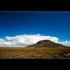 Pico da Lapinha (Rafael Fernando) Tags: voyage viaje blue parque camp brazil sky sun mountain sol nature azul stone clouds de landscape carpet do minas gerais crossing natural hiking altitude natureza peak paisaje paisagem canyon cu sierra mg climbing trail nubes round viagem nuvens mineiro cerrado congonhas represa serra montaa tapete cachoeira nacional caminhada noiva pinturas trilha farofa tabuleiro breu cip gavio andorinhas rupestres lapinha vu bandeirinhas espinhao altitud travesso tombador