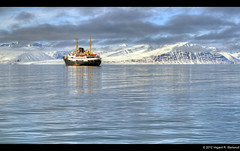 MS Nordstjernen in Woodfjorden - Svalbard (vegarste) Tags: june norway juni landscape norge nikon europe norwegen svalbard arctic norwegian ms polar barren hdr spitsbergen hurtigruten landskap hurtigruta d90 3xp photomatix nordstjernen tonemapping 3exp costalexpress woodfjorden karrig