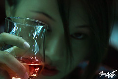 Mafia Queen (tim_asato) Tags: china red portrait sexy rojo drink retrato chinese makeup redlips beautifull bebida maquillaje asiatica labiosrojos mafiaqueen timasato yukiyim
