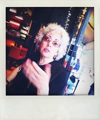 au Caf (Kay Harpa) Tags: portraits friendship explore parisfrance prelachaise youngphotographer july2012 seriede5pic kalaetkay kalaundercover
