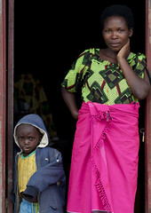 Mother and kid, Kigali, Rwanda (Eric Lafforgue) Tags: africa rwanda afrika commonwealth afrique centralafrica kinyarwanda ruanda afriquecentrale     republicofrwanda   ruandesa