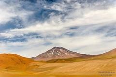 Entre el cielo y la tierra (El ojo etnogrfico) Tags: chile viaje nature natural ruinas desierto montaa altiplano volcan terreno arqueologa llullaillaco