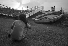 L9991734bw (ferry160102) Tags: family bw playing waduk pluit