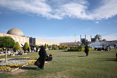 Imam Khomeini Square (Si,conquesoporfavor) Tags: travel people food travelling iran travellers wanderlust traveling bazaar mosques travelphotography travelpictures travelphotos travelpics imamkhomeinisquare travellingphotos travelingphotography travellingphotographers travelblogging travelmoments siconquesoporfavor travelblogsiconquesoporfavor