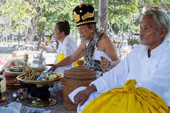 Balinese priest (kuuan) Tags: ltm bali 35mm canon indonesia batcave traditional ceremony rangefinder mf priest f2 manualfocus priests ubud 235 goalawah m39 f235mm balinesepriest canonltmf235mm
