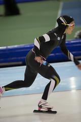 A37W0034 (rieshug 1) Tags: ladies sport skating worldcup groningen isu dames schaatsen speedskating kardinge 1000m eisschnelllauf juniorworldcup knsb sportcentrumkardinge worldcupjunioren kardingeicestadium sportstadiumkardinge