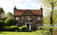 The Gate House: Ham Common (Curry15) Tags: topiary 17thcentury surrey wisteria hamhouse gatehouse thegatehouse tw10 richmonduponthames hamcommon dutchgables avenuecottage alongthethames gradeiilisted jacobeanstyle hamavenue