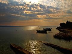 El cielo y la barca (Jesus_l) Tags: mar agua europa barca zadar croacia reflejos paklenika jesusl