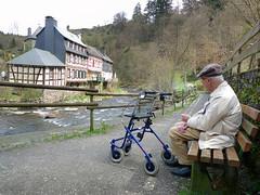 Joop rookt een sigaretje in Monschau (0me Joop) Tags: germany eifel monschau