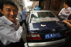 Taxifahrer in Shanghai beim illegalen Glücksspiel